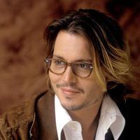 Bad hair day menurut Johnny Depp kayaknya bisa jadi best hair day buat para cewek deh. Rambutnya masih saja memesona meski aktor ini sudah berumur. (The Idle Man)