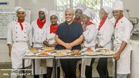 Maliha Mohammed, koki asal Kenya yang berhasil memasak selama 75 jam dengan 400 menu (Dok.Instagram/@mr.tee.shot.it/https://www.instagram.com/p/BzPb-n5FXPK/Komarudin)