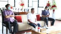 Gubernur Sulut Olly Dondokambey saat memimpin rapat jajaran Forkopimda melalui video conference.