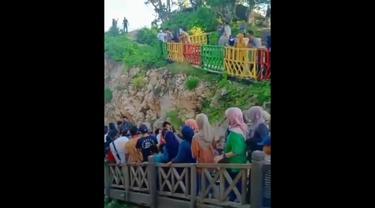 Tangkapan layar video viral pengunjung kawasan wisata Titik Nol Bulukumba Viral di media sosial (Liputan6.com/Istimewa)