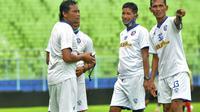 Tiga asisten pelatih Arema FC, Kuncoro, Singgih Pitono, dan Siswantoro, siap membimbing Singo Edan di Piala Menpora 2021. (Bola.com/Iwan Setiawan)