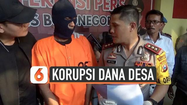 Seorang kepala desa di Bojonegoro ditangkap polisi karena terbukti menilap uang ratusan juta Rupiah dari alokasi dana desa sepanjang 2016-2018.