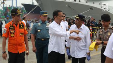 Bersama Kabasarnas dan Menhub, Jokowi Tinjau Temuan Barang Penumpang JT 610