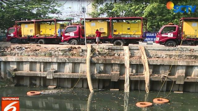 Saat ditelusuri di kawasan Jakarta Pusat, tampak saluran air di sekitar rumah produksi tempe dan tahun tercemar limbah dan menimbulkan bau tak sedap.