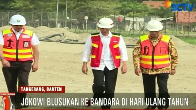 Tepat di hari ulang tahunnya, Presiden Joko Widodo blusukan ke Bandara Soekarno Hattam, Tangerang, Banten.