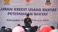 Gubernur Jawa Barat Ridwan Kamil tengah memberikan sambutan saat penyaluran KUR di Garut (Liputan6com/Jayadi Supriadin)