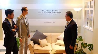 Warna Tranquil Dawn dikenalkan Dulux sebagai Colour of the Year 2020 di Shangri-La Hotel Ballroom, Jakarta, 12 Desember 2019. (Liputan6.com/Asnida Riani)
