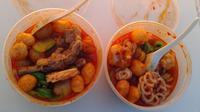 Seblak adalah makanan khas daerah Bandung yang terbuat dari kerupuk   yang direbus dengan diberi bumbu