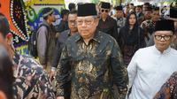 Presiden ke-6 RI Susilo Bambang Yudhoyono tiba di rumah duka Presiden ke-3 RI BJ Habibie di Kuningan, Jakarta, Kamis (12/9/2019). Kedatangan SBY yang didampingi kedua anaknya, AHY dan Ibas, serta menantunya Annisa Pohan, untuk menyampaikan belasungkawa. (Liputan6.com/Immanuel Antonius)