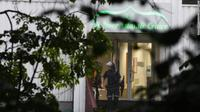 Polisi menyisir TKP penembakan Masjid Al-Noor di barat Oslo, Norwegia (Terje Federsen / AFP PHOTO)