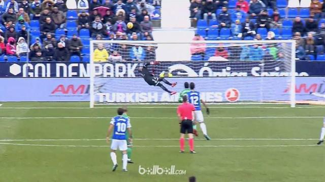 Berita video momen kiper Leganes, Ivan Cuellar, lakukan save fantastis di La Liga 2017-2018. This video presented by BallBall.