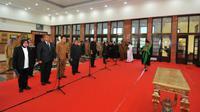 10 pejabat Pemkot Surabaya untuk menjadi Pembina dan Pengawas Yayasan Kas Pembangunan Kota Surabaya (Foto: Liputan6.com/Dian Kurniawan)