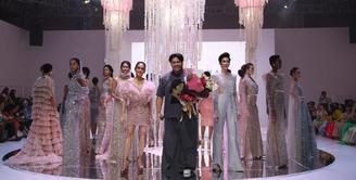Nama Ivan Gunawan memang tidak asing lagi, terlebih di dunia hiburan dan fashion. Sosok yang satu ini patut disebut sebagai multitalenta. Hingga mencapai titik kesuksesannya sekarang, desainer Ivan telah usaha maksimal. (FOTO: Tim Muara Bagdja)