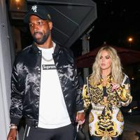 Khloe Kardashian dan Tristan Thompson kini tengah berusaha untuk move on usai skandal perselingkuhan yang terjadi beberapa bulan lalu. (gotpap/Bauer-Griffin/GC Images/E!)