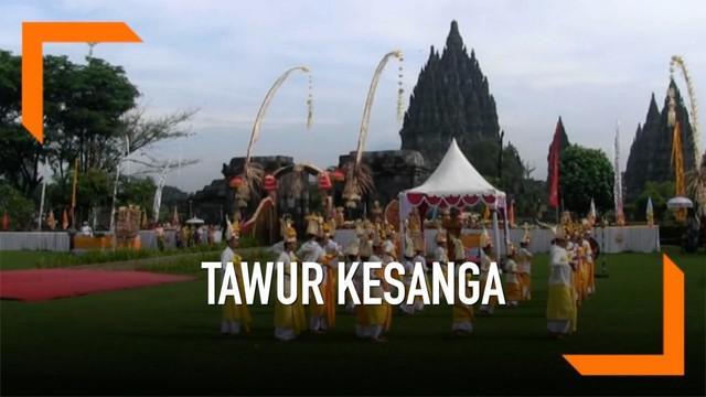 Rabu (6/3) pagi ribuan umat hindu dari berbagai daerah datangi kompleks Candi Prambanan untuk gelar upacara tawur kesanga, menyambut hari raya nyepi yang jatuh tanggal 7 Maret 2019.