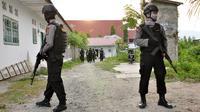Polisi baku tembak dengan kelompok teroris di Poso (Liputan6.com/ Dio Pratama)