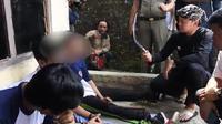 Wali Kota Bogor Bima Arya menginterogasi remaja penjual senjata tajam (Liputan6.com/Achmad Sudarno)