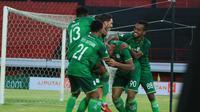 Penyerang PSMS Medan, Felipe Martins, merayakan golnya ke gawang Persib Bandung pada laga pekan ke-31 Liga 1 2018. (dok. PSMS Medan)