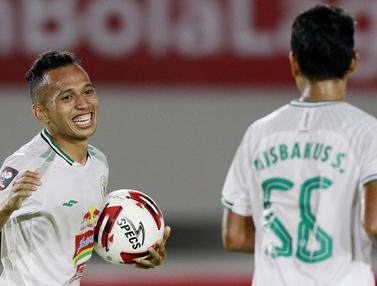 FOTO: Irfan Jaya Bawa PS Sleman Unggul di Babak Pertama saat Melawan PSM Makassar