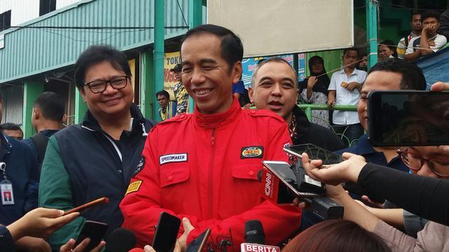 Jokowi saat blusukan masih menggunakan jaket motor (Liputan6.com/Hanz Jimenez)