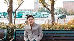 Meski memiliki segudang kesibukan, Rayn Wijaya selalu menyempatkan waktu untuk berlibur. Kali ini, pria 25 tahun ini tampak berkunjung ke Disneyland Tokyo. Gayanya pun terlihat simpel namun tetap stylish dengan sneakers yang dipakai. (Liputan6.com/IG/@raynwijaya26)