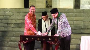 Menpar dan KH. Ma'aruf Amin Resmikan Tata Cahaya Masjid Hubbul Wathan