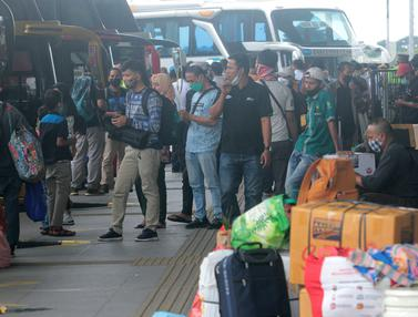 FOTO: Jelang Larangan Mudik, Jumlah Penumpang di Terminal Pulo Gebang Terus Meningkat