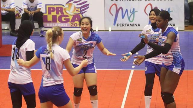 Tim putri Jakarta Pertamina Energi lolos ke Grand Final Proliga 2019 setelah mengalahkan Jakarta BNI 46 di GOR Ken Arok, Malang, Jumat (15/2/2019). (Bola.com/Gatot Susetyo)