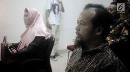 Kuasa hukum penyanyi Opick, Ismar Syafruddin (kanan) dan kuasa hukum Dian Rositaningrum, Ina Rachman (kiri) menghadiri sidang putusan cerai di Pengadilan Agama Jakarta Timur, Selasa (10/7). Sidang ditunda pada 24 Juli 2018. (Liputan6.com/Faizal Fanani)
