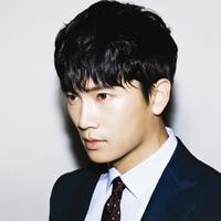 Nama Ji Sung mulai dikenal publik saat ia bermain dalam drama Protect the Boss dan Secret Love. Walaupun sudah berumur 41 tahun, akan tetapi pesonanya tak luntur. (Foto: soompi.com)
