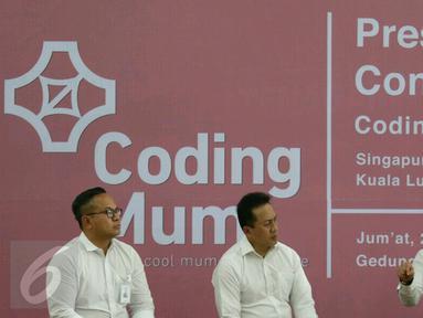 (ki-ka) Dirut Bank Mandiri Kartika Wirjoatmodjo, Kepala Bekraf, Triawan Munaf, Menteri Ketenagakerjaan Hanif Dhakiri saat menghadiri Program Coding Mum di Jakarta, Jumat (24/3). (Liputan6.com/Angga Yuniar)