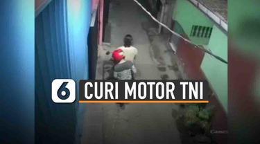 Rekaman CCTV memperlihatkan komplotan maling sedang beraksi mencuri motor salah satu anggota Marini TNI AL.
