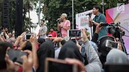 Aksi flashmob saat kegiatan Millenial Road Safety Festival' di Bundaran HI, Jakarta Pusat, Minggu (20/1). Kegiatan Millennial Road Safety Festival tersebut merupakan kampanye keselamatan berlalu lintas. (Liputan6.com/Faizal Fanani)