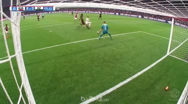 Justin Kluivert dan David Neres mencetak gol indah saat Ajax menang 3-0 atas AZ Alkmaar untuk memastikan posisi kedua di klasemen ...