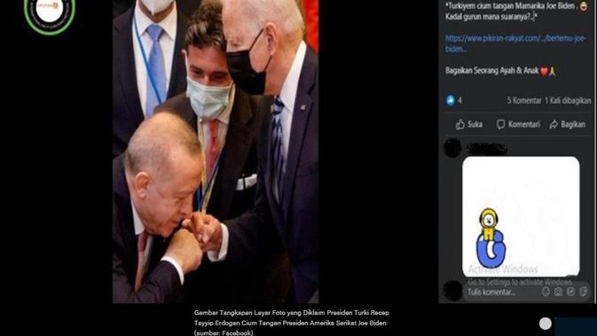 Klaim foto Presiden Turki Recep Tayyip Erdogan mencium tangan Presiden Amerika Serikat Joe Biden