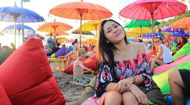 Vita Alvia merupakan penyanyi dangdut jebolan ajang pencarian bakat D'academy 2. Meski asli Banyuwangi, Jawa Timur, pemilik nama asli Riris Vita Alvia  kini sudah banyak dikenal para penikmat orkes melayu di Indonesia. (Liputan6.com/IG/@iam_vitaalvia)