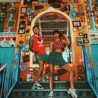 Di tengah kesibukannya di dunia hiburan, Andrea Dian dan Ganindra Bimo tetap meluangkan waktu untuk berlibur. Kebersaman pasangan ini kerap membuat warganet menjadi iri. (Foto: instagram.com/andreadianbimo)