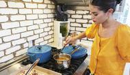 Selena Gomez tampil di acara memasak HBO Max. (dok. screenshot video Instagram @selenagomez)