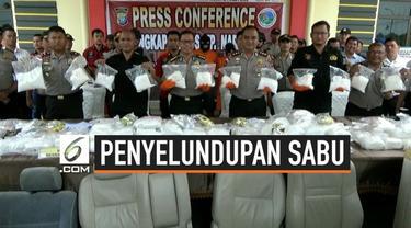 Polres Bintan, Kepulauan Riau menggagalkan penyelundupan ratusan kilogram sabu yang berasal dari Malaysia. Total sebanyak 119,3 kilogram sabu diamankan.