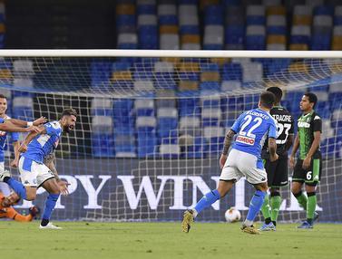 FOTO: Napoli Hajar Sassuolo 2-0