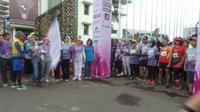 Demi mendukung mereka yang masih berjuang melawan kanker diadakan acara lari sejauh 5 kilometer di tengah Kota Bandung, Jawa Barat pagi ini.
