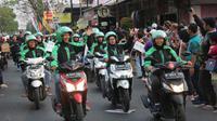 Ratusan pengemudi Grab Bike Malang yang meramaikan kirab obor Asian Games 2018 mendapat sambutan hangat dari masyarakat kota Malang.
