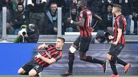 Penyerang AC Milan, Krzysztof Piatek, melakukan selebrasi usai membobol gawang Juventus pada laga Serie A di Stadion Allianz, Turin, Sabtu (6/4). Juventus menang 2-1 atas AC Milan. (AP/Andrea Di Marco)