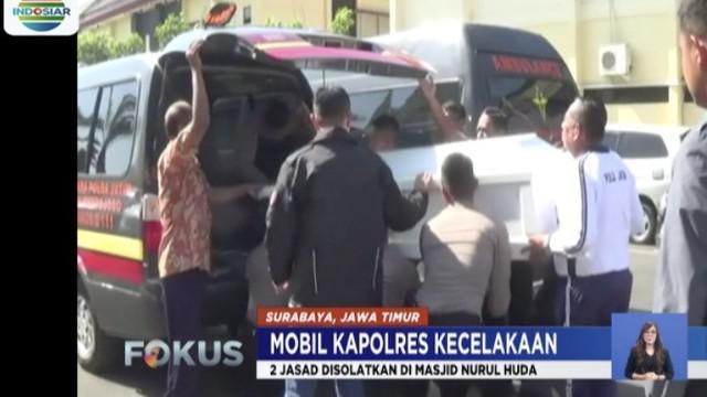 Dalam sholat jenazah ini, turut serta Kapolda Jatim Irjen Pol Luki Hermawan, Wakapolda Jatim Brigjen Pol M Iqbal.
