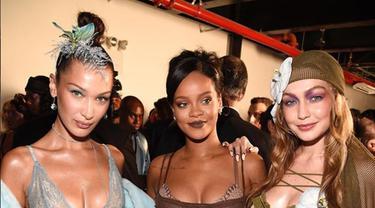 Seksinya Gigi dan Bella Hadid Pimpin Pertunjukkan Lingerie Rihanna
