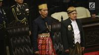 Presiden Joko Widodo (Jokowi) dan Wakil Presiden Jusuf Kalla pada Sidang Tahunan MPR di kompleks Parlemen, Senayan, Jakarta, Rabu (16/8). Sidang tersebut beragendakan mendengar pidato Presiden Joko Widodo selaku Kepala Negara. (Liputan6.com/Johan Tallo)