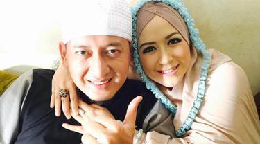 Ustaz Zacky Mirza dan istri, Shinta Tanjung