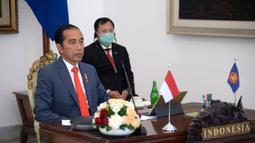 Presiden Joko Widodo (kiri) didampingi Menteri Kesehatan Terawan Agus Putranto saat KTT ASEAN Khusus Tentang COVID-19 secara virtual dari Istana Kepresidenan Bogor, Selasa (14/4/2020). Jokowi mengajak negara-negara ASEAN bersinergi melawan COVID-19. (Foto: Lukas - Biro Pers Sekretariat Presiden)