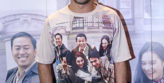 Aktor ternama tanah air, Reza Rahadian mengakui kalau dirinya tertantang berperan sebagai BJ Habibie di film Rudy Habibie. (Galih W Satria/Bintang.com)