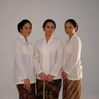 Dian Sastrowardoyo, Ayushita, dan Acha Septriasa di film Kartini. (Instagraam/septriasaacha)